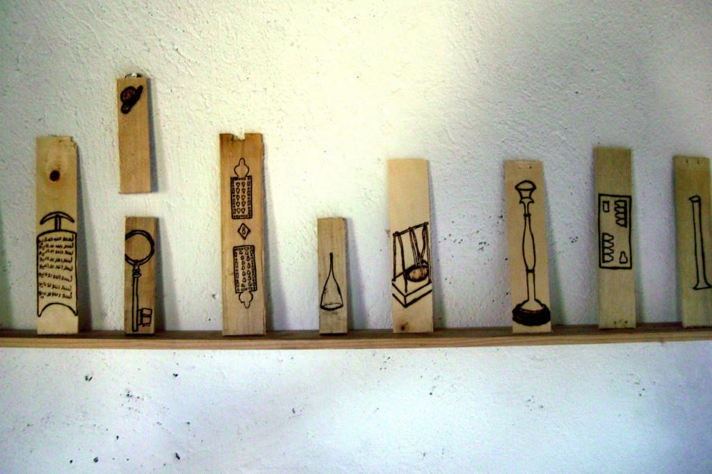 dessin pyrogravé sur cagette en bois, 5 x 15 cm.